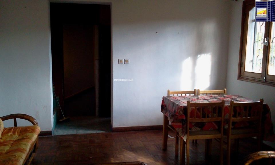 Bienvenue sur votre CHRISTIAN GROUP HOSSANAH , nous vous invitons à visiter notre Site Web :www.group.hossanah.com <br />MAISON F3 CONFORT A LOUER A AMBATOROKA Réf:LV 3010972<br />Maison confort de type F3 dans une zone sécurisée, accessible en voiture, quartier résidentiel, sécurisé 24h /24, bien clôturé, comprenant : <br />Au réez de chaussée :<br />_Une chambre<br />Au 1er etage:<br />_Un living avec cheminée<br />- Une cuisine placardée <br />_Une salle de bai avec eau chaude et une toilette <br /><br />Au 2eme etage:<br />_Une chambre placardée, climatisé<br />Autre(s) : balcon, Garage <br />- Eau et électricité est inclus dans le loyer <br />Loyer par mois en Ariary :650 000 <br />IMMO HOSSANAH - Agence Immobilière <br />_Droit première visite : 10 000Ar Après la première visite seront gratuites<br />_Honoraire d'agence : 75%25 du loyer mensuel, payable au comptant à la signature du bail<br />Email:immohossanah@gmail.com <br />Telephone: +261339183498<br />Site Web :www.group.hossanah.com<br />Facebook:IMMO HOSSANAH <br />Adresse:V24 Alasora Antananarivo Madagasca